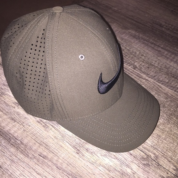 8cd00d39a2 Nike Green Perforated Dad Hat. M 5ae68b088290af66285a5757